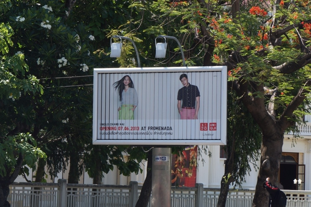 チェンマイ街中の広告