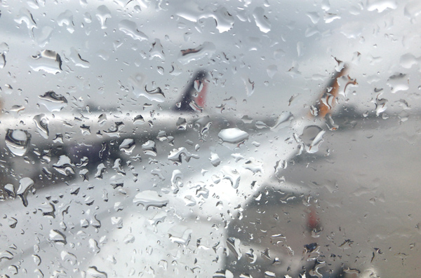 雨の桃園国際空港