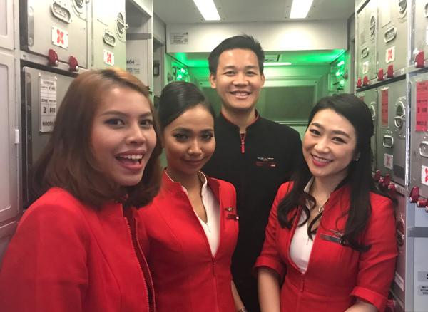 インドネシア・エアアジアXの客室乗務員たち