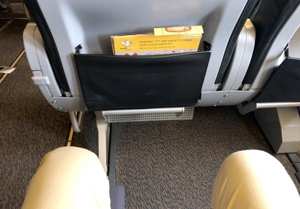 座席間隔は広々