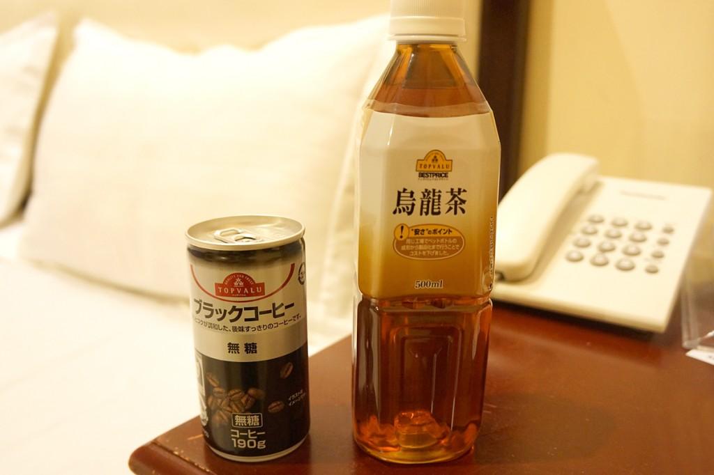 トップバリュ・プノンペンの缶コーヒーと烏龍茶