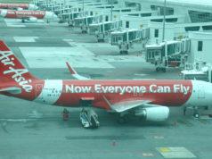 クアラルンプール国際空港に駐機中のエアアジア機