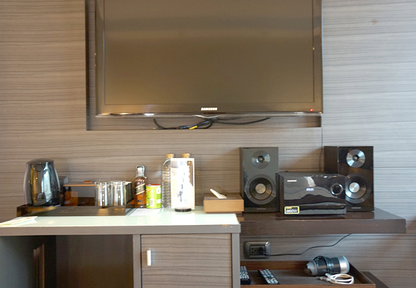 テレビ、DVDプレーヤーなど