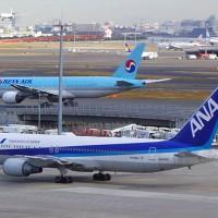 羽田空港に駐機中のANAボーイング767型機
