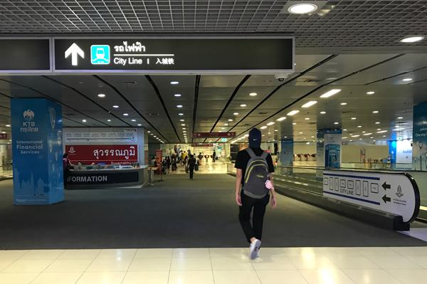 駅は空港地下1階