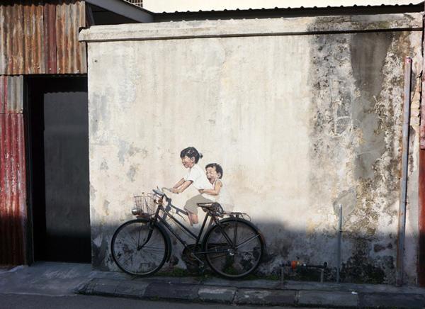 アルメニアン通り「自転車に乗る子供たち」