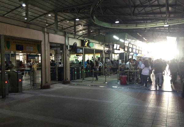 MRT3のアヤラ駅