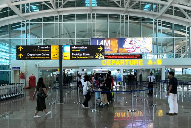 バリ島のングラ・ライ国際空港