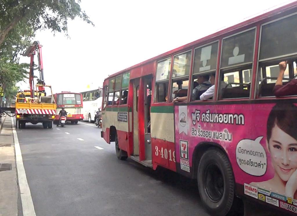 バンコクの「赤バス」