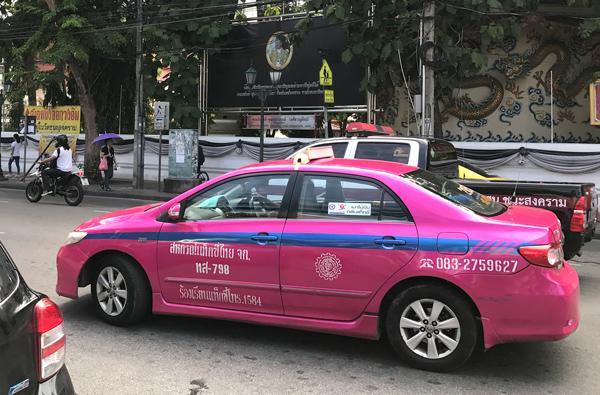 カラフルなバンコクのタクシー
