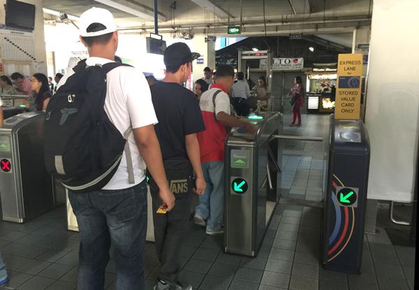 マニラ MRT3の自動改札機