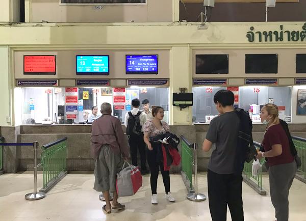 フアランポーン駅の乗車券販売窓口