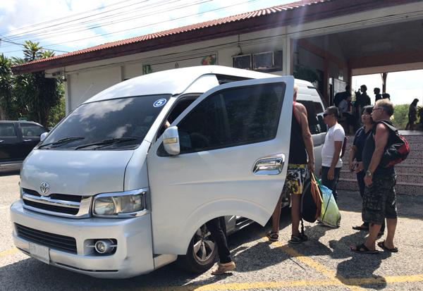 パタヤ中心部行きのミニバス