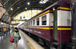パタヤ行き列車