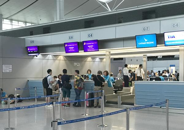 カンボジアアンコール航空のチェックインカウンター