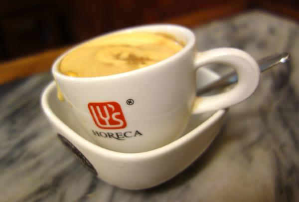 湯煎された状態で出てくるエッグコーヒー
