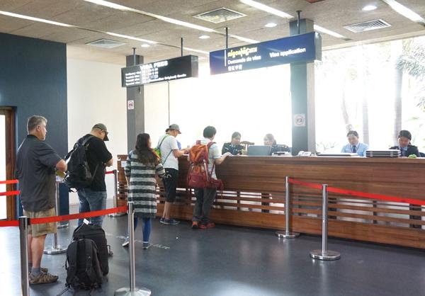 シェムリアップ国際空港の到着ビザカウンター