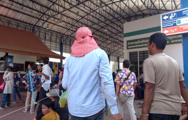 タイの入国審査場へ
