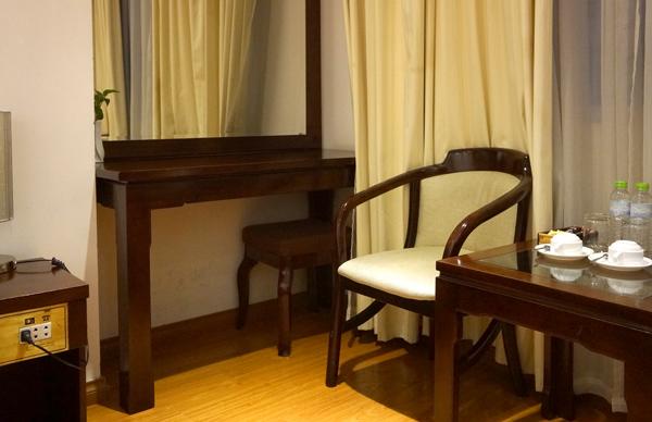 ライティングデスク、椅子など