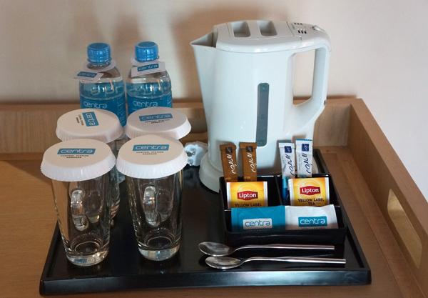 ドリンキングウォーター、電気ケトル、コーヒー、紅茶