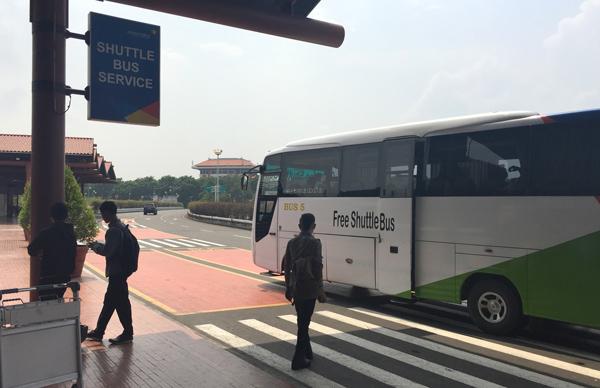 スカルノ・ハッタ国際空港のシャトルバス