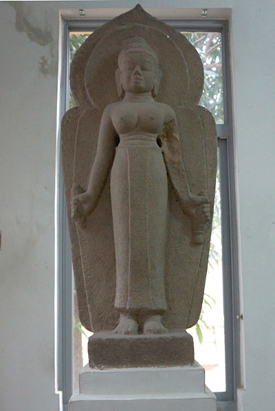 ラクシュミー立像
