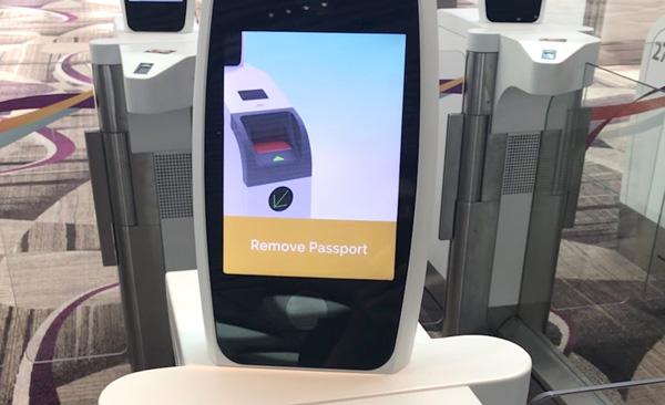 この表示が出たらパスポートを取り外す