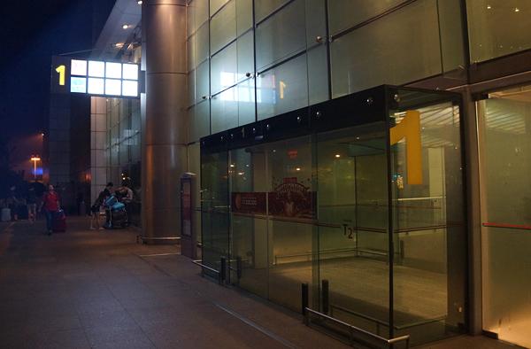 ターミナル2 1番ドア付近