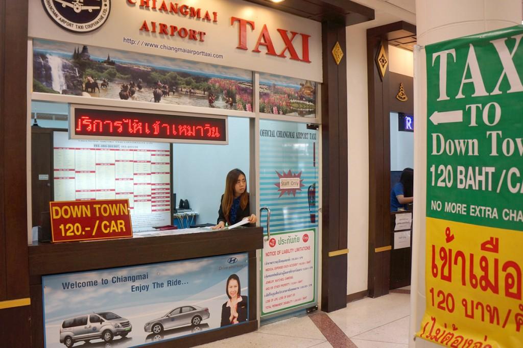 チェンマイ空港のタクシーカウンター