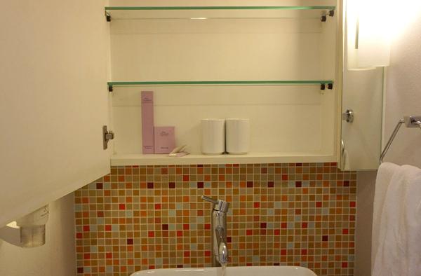 洗面台の収納棚