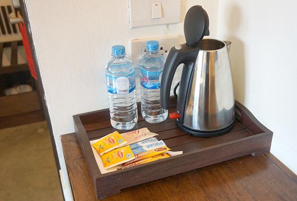 ドリンキングウォーター、コーヒー、紅茶など
