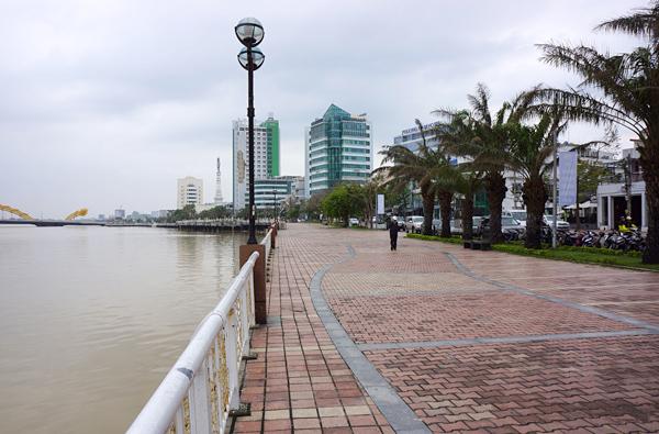ハン川沿いの遊歩道