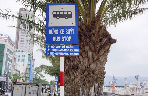バクダン通りのバス停
