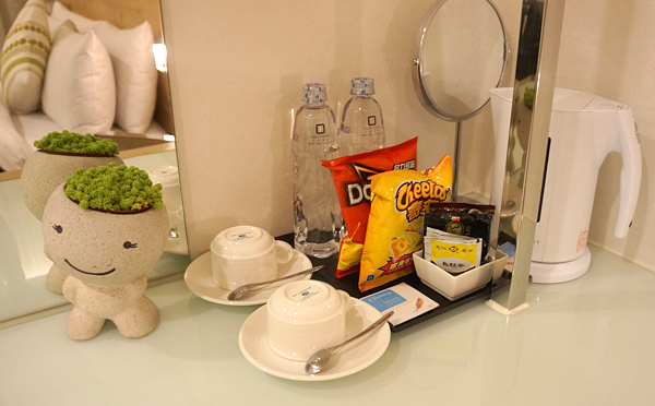 水、コーヒー、烏龍茶など