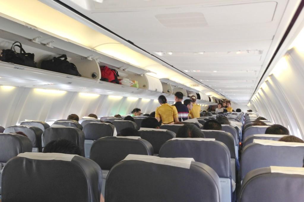 DD8312便の機内の様子