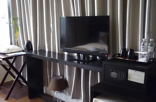 テレビ、冷蔵庫、セイフティーボックスなど