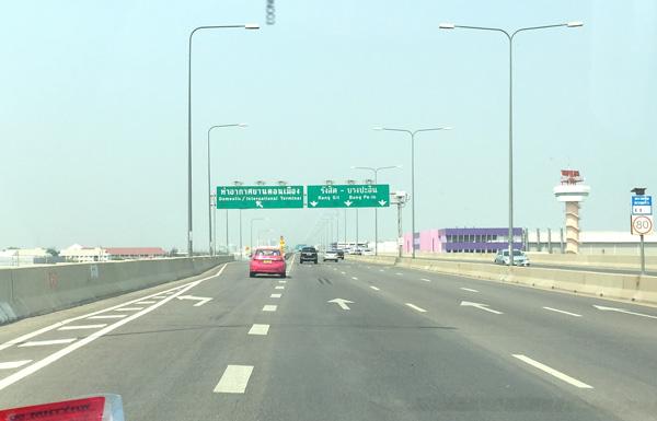トールウェイのドンムアン空港出口