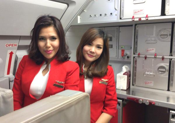 タイ・エアアジアのフライトアテンダントたち