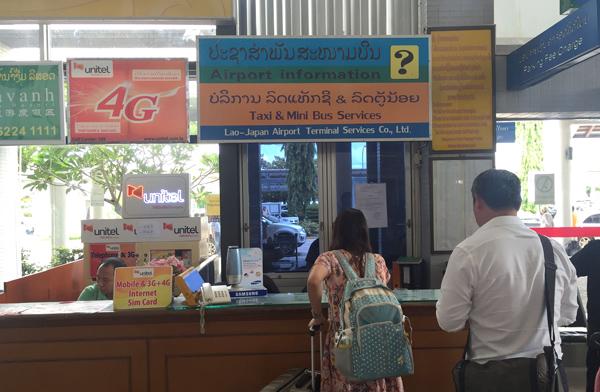 SIMカードカウンターとタクシーカウンター