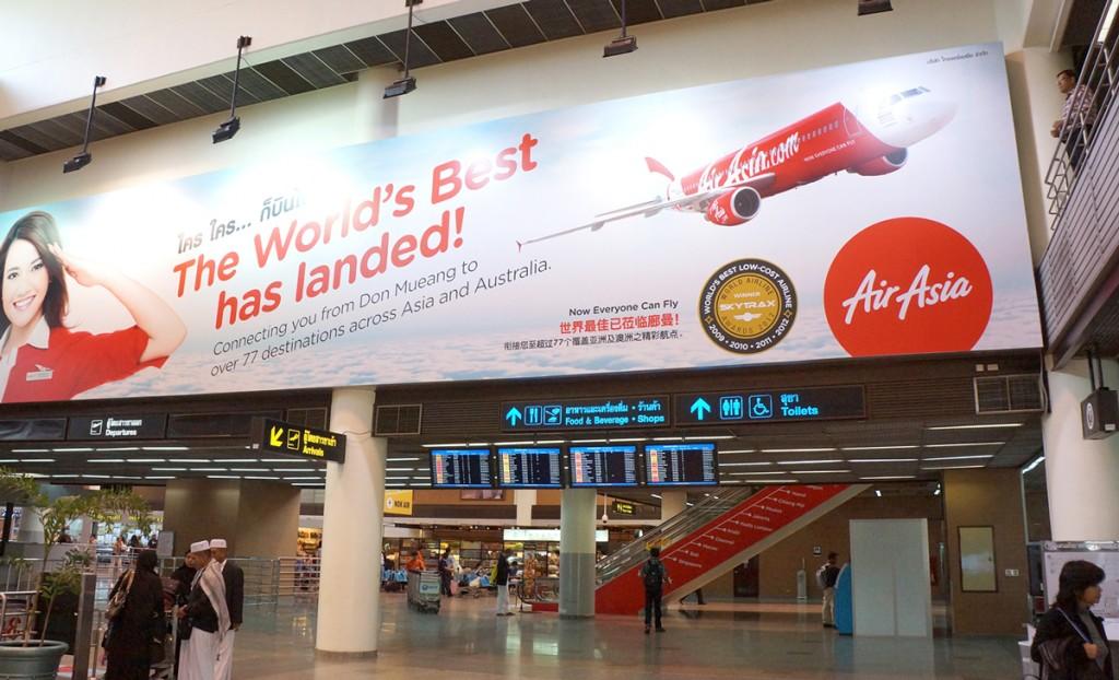 エアアジアの移転をアナウンスする広告
