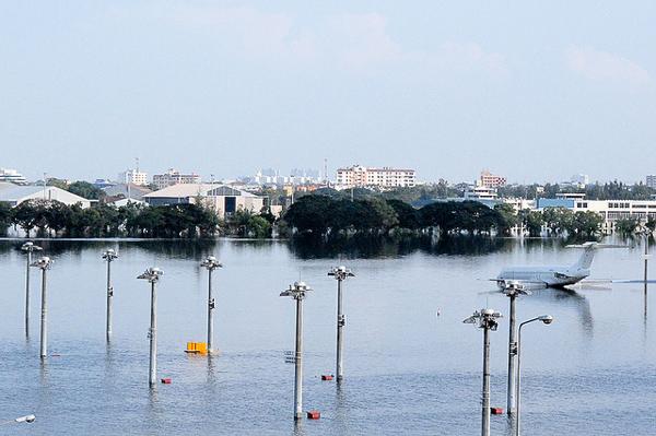 洪水により水没したドンムアン空港