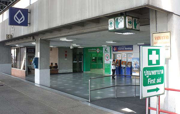 ドンムアン空港ターミナル近くの銀行