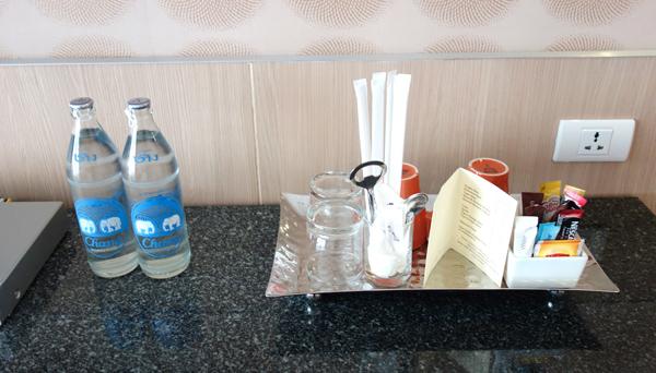 無料の水やコーヒーなど