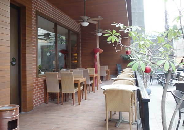 ホテル入口にあるブルームカフェ