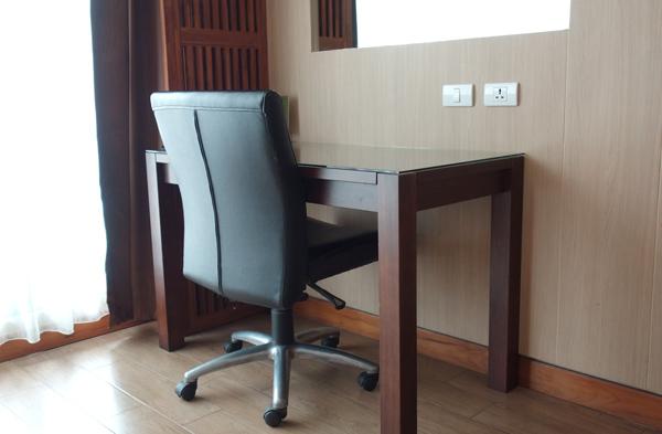 椅子とワークデスク