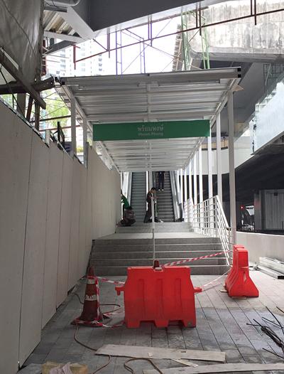 BTSプロンポン駅のエスカレーター