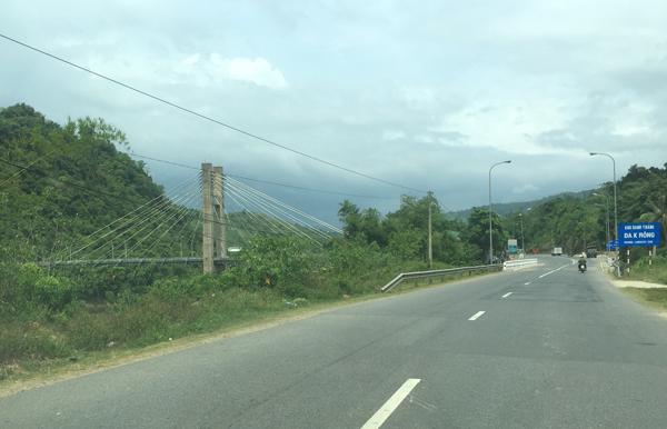 ラオバオへ向かう道路