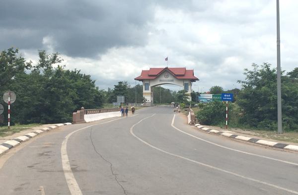 ラオス側の国境ゲート