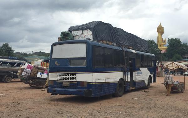 サワンナケート行きのローカルバス
