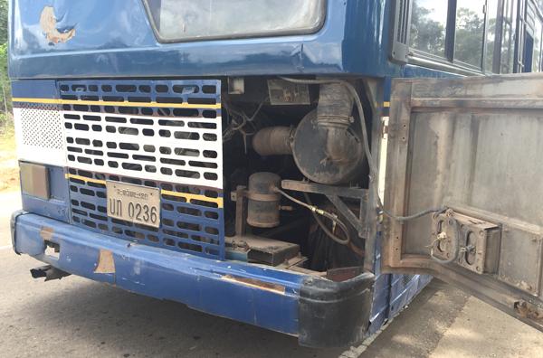 ローカルバスのエンジン